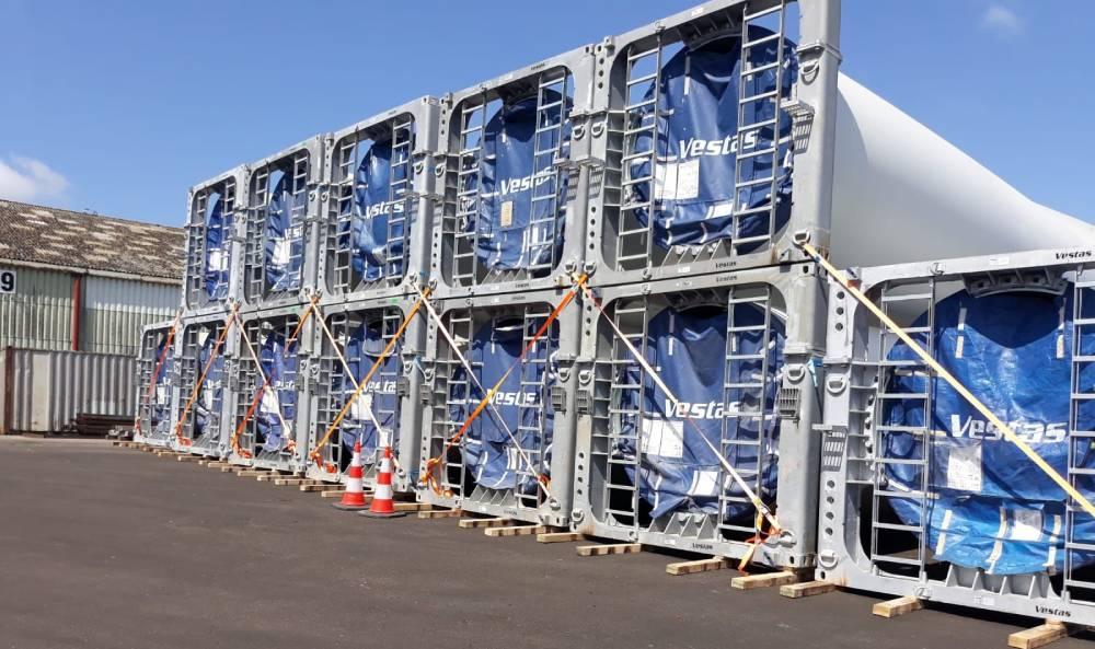 Notre service Projet a coordonné le transit de 18 pâles d'éoliennes de 74 mètres !